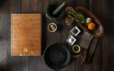 Curry van verse specerijen uit de vijzel